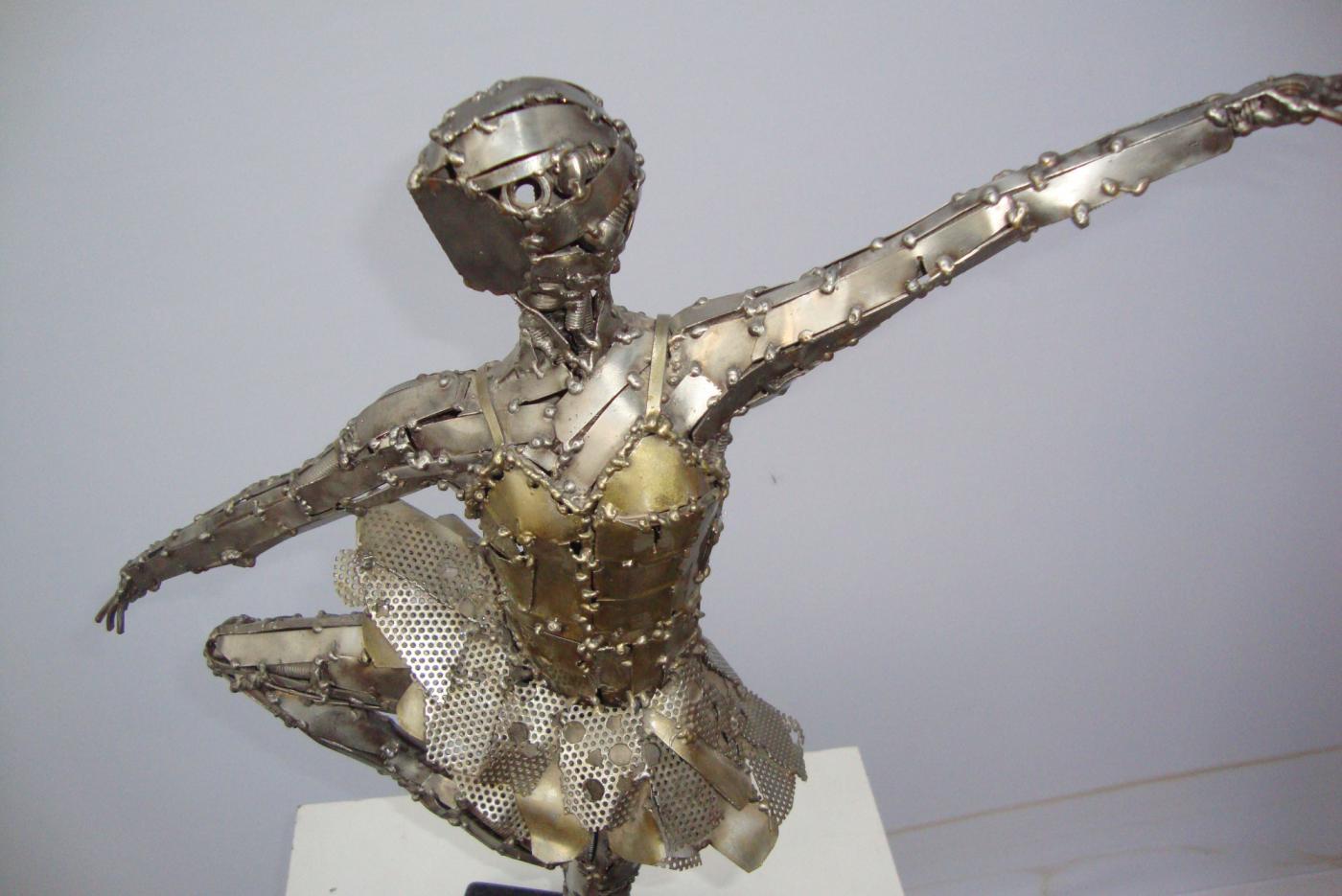 Mini Escultura Bailarina - À VENDA Ze Vasconcellos Metal SculpturesZe Vasconcellos Metal Sculptures - Metal Sculptures - Campinas - São Paulo - Brasil Esculturas em Metal, Metal Sculptures, Cavalo Metal, Horse Metal, Art Metal, Ze Vasconcellos Metal Sculptures