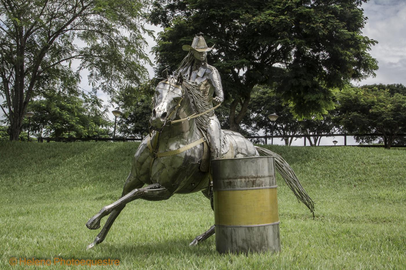 Prova do Tambor - Barrel racing - Quarter Mile,  Metal SculpturesZe Vasconcellos Metal Sculptures - Metal Sculptures - Campinas - São Paulo - Brasil Esculturas em Metal, Metal Sculptures, Cavalo Metal, Horse Metal, Art Metal, Ze Vasconcellos Metal Sculptures