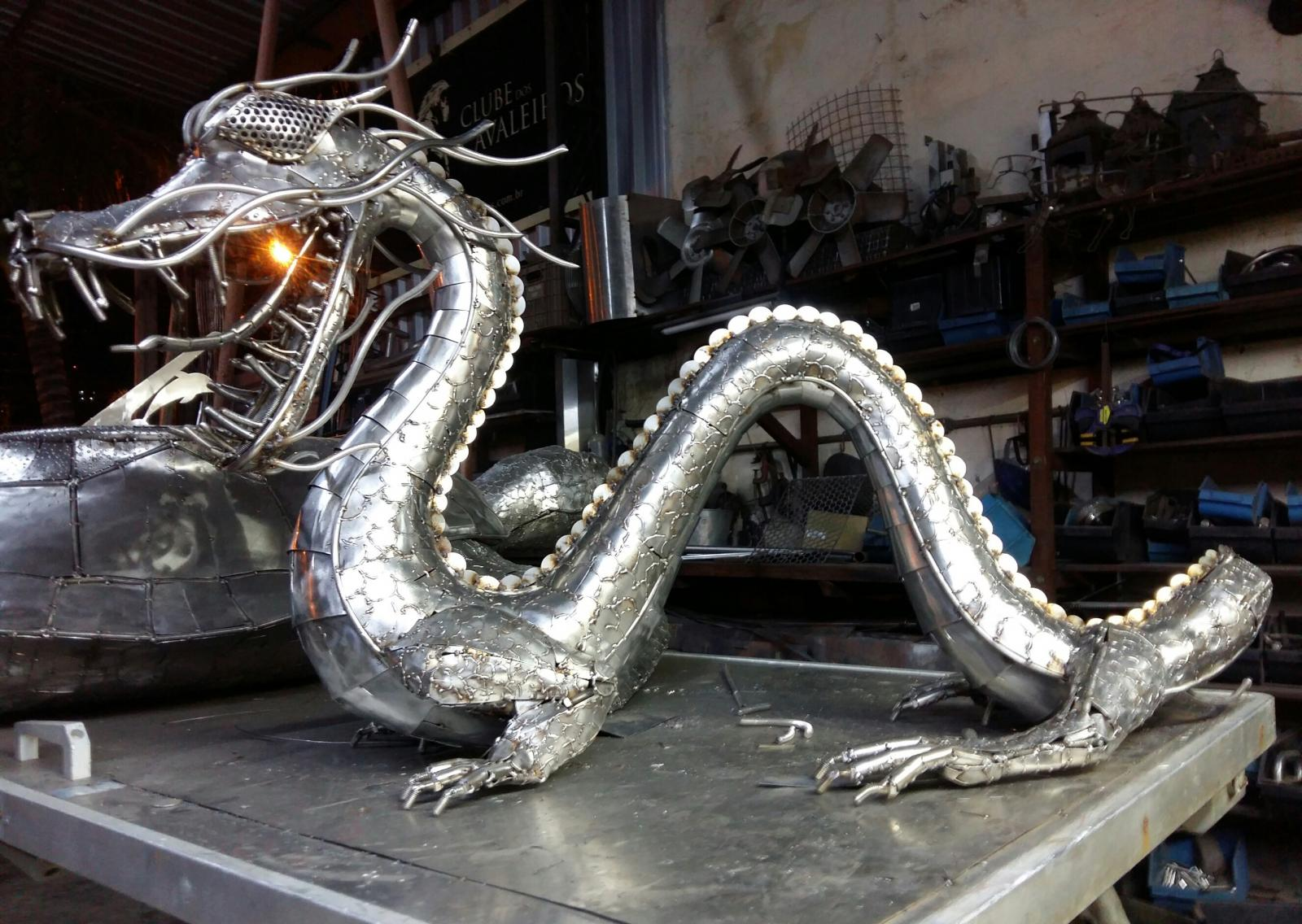 Chinese dragon - Stailess SteelZe Vasconcellos Metal Sculptures - Metal Sculptures - Campinas - São Paulo - Brasil metal sculptures, metal art me, art in Ironwood, Metal sculptures, carvings, arts, artist, vasconcellos ze, Brazilian artist, arts, horses, metal, iron horses, horses stainless, art stainless, Chinese Dragon, dragão chinês,