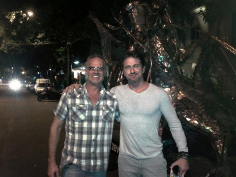 Gerard Butler conhece o trabalho de Ze Vasconcellos no Rio de Janeiro em 2014 Ze Vasconcellos Metal Sculptures - Ze Vasconcellos Metal Sculptures - Metal Sculptures - Campinas - São Paulo - Brasil - 1