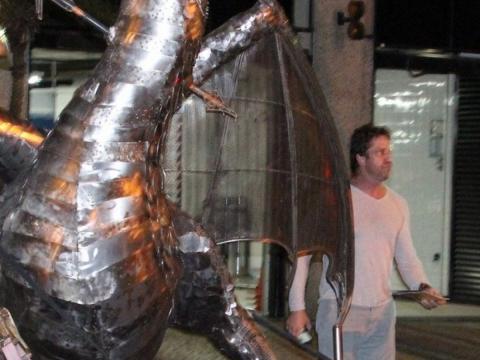 Gerard Butler conhece o trabalho de Ze Vasconcellos no Rio de Janeiro em 2014 Ze Vasconcellos Metal Sculptures - Ze Vasconcellos Metal Sculptures - Metal Sculptures - Campinas - São Paulo - Brasil - 2